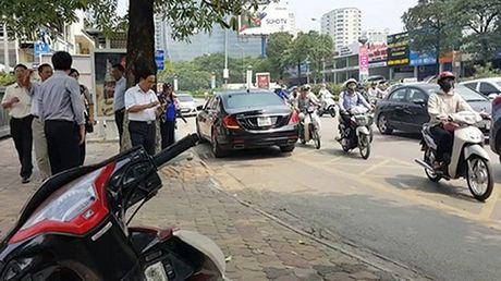 Pha 'choi lay' kho do: Chan dau oto lan lan, nguoc chieu - Anh 2