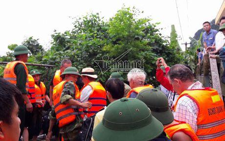 Ca tram khach nuoc ngoai mac ket tau o Quang Binh - Anh 7