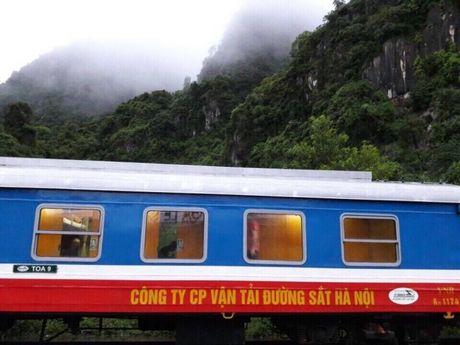 Quang Binh: Can canh doan tau SE19 truoc con lu lich su - Anh 1