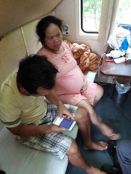Quang Binh: Can canh doan tau SE19 truoc con lu lich su - Anh 5