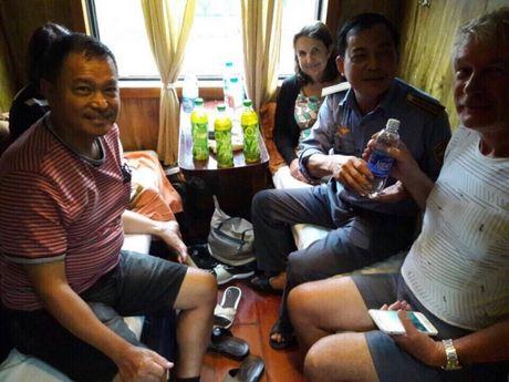 Quang Binh: Can canh doan tau SE19 truoc con lu lich su - Anh 6