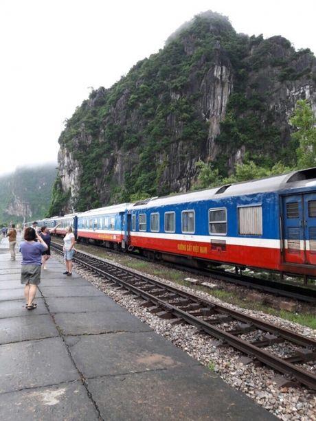 Quang Binh: Can canh doan tau SE19 truoc con lu lich su - Anh 8