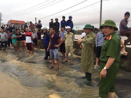 Quang Binh: No luc thong diem ngap nang tren QL1 - Anh 3