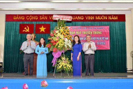 Hoi LHPN Q.5: 20 ca nhan xuat sac vinh du don nhan Ky niem chuong - Anh 2