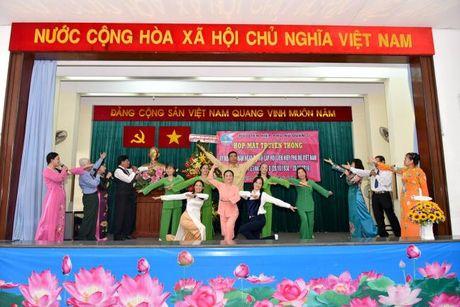 Hoi LHPN Q.5: 20 ca nhan xuat sac vinh du don nhan Ky niem chuong - Anh 5