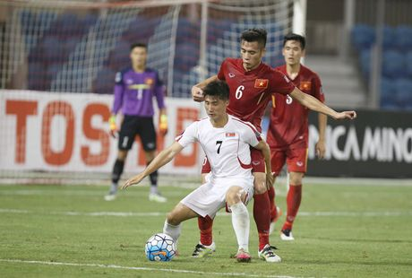 Chum anh: U19 Viet Nam 'tao dia chan' khi danh bai a quan giai chau A - Anh 2