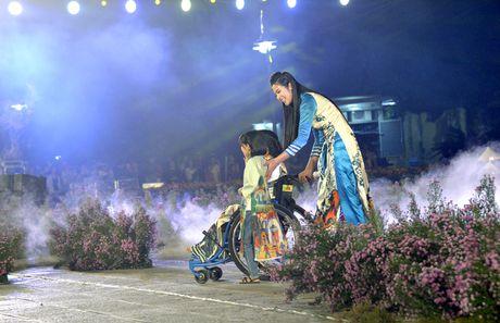 Ngoc Han duyen dang tai Festival ao dai Ha Noi - Anh 10