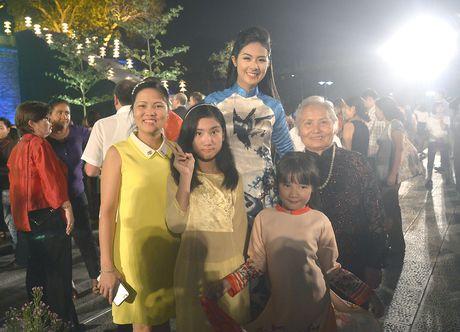 Ngoc Han duyen dang tai Festival ao dai Ha Noi - Anh 4