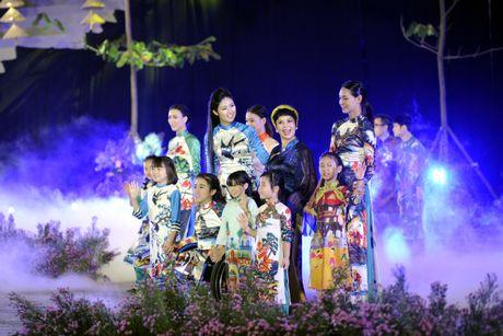 Ngoc Han duyen dang tai Festival ao dai Ha Noi - Anh 7