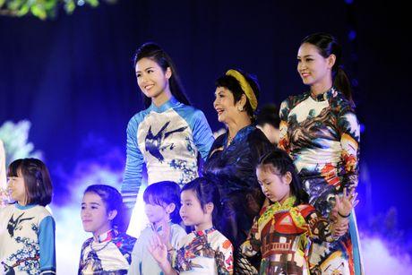 Ngoc Han duyen dang tai Festival ao dai Ha Noi - Anh 8