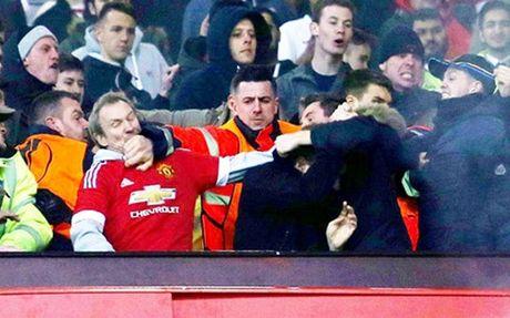Truoc dai chien MU – Liverpool, Mourinho canh bao CDV - Anh 2