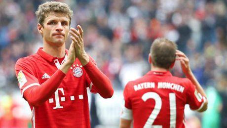 Tran thu 3 khong thang: Co con ai nhan ra Bayern Munich? - Anh 1