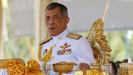 Hoang thai tu Thai Lan Vajiralongkorn keu goi nguoi dan binh tinh - Anh 1