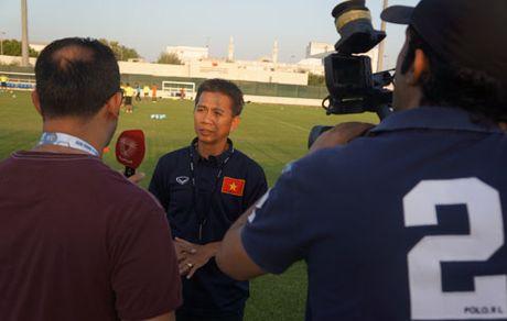 HLV Hoang Anh Tuan noi gi truoc tran dau voi U19 UAE? - Anh 1