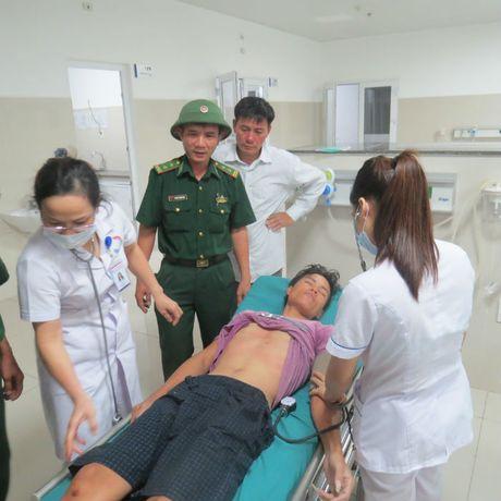 4 thuyen vien tren thoat chet than ky o bien Quang Binh - Anh 1