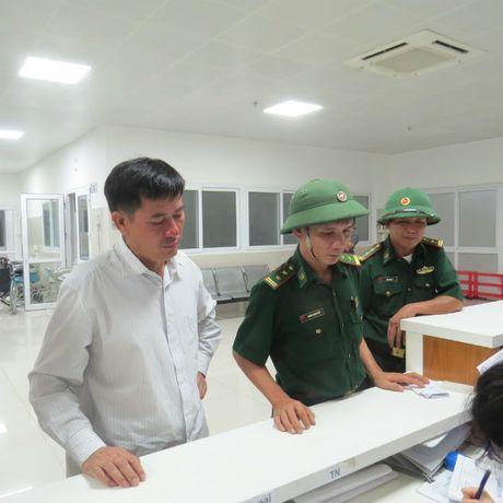 4 thuyen vien tren thoat chet than ky o bien Quang Binh - Anh 2