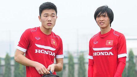 Tuan Anh, Cong Phuong, Xuan Truong chuc mung DT U19 Viet Nam - Anh 1