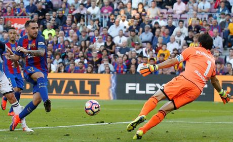 Dam doi thu roi kien tao, ghi ban, Suarez giup Barca dai thang Deportivo - Anh 8