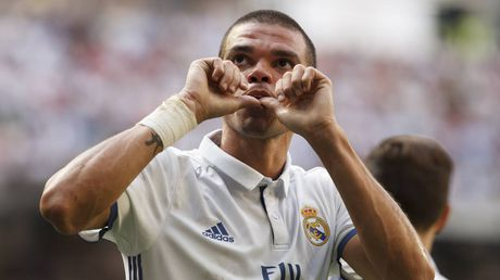 Pepe sap gia han hop dong voi Real - Anh 1