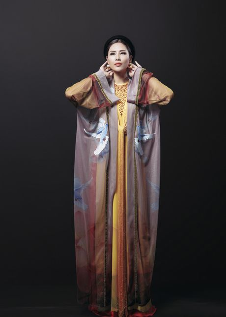 Ngam trang phuc dan toc cua Nguyen Loan tai Miss Grand International - Anh 2