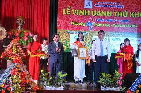 Dai hoc Da Nang vinh danh thu khoa lan thu V – nam 2016 - Anh 1