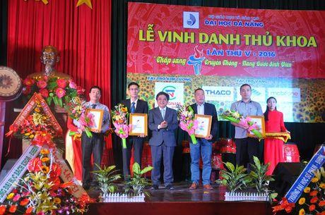 Dai hoc Da Nang vinh danh thu khoa lan thu V – nam 2016 - Anh 3