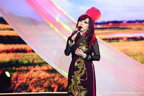 Bao Yen dien toc noi, hat nhac cua chong trong dem nhac ton vinh phu nu - Anh 4