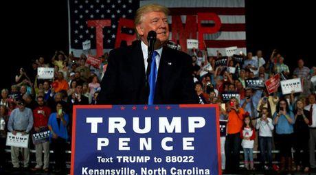 Ti le ung ho Donald Trump dang co xu huong di xuong sau cac be boi te hai - Anh 1