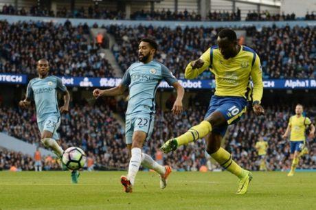 Hai lan sut hong 11 met, Man City hoa may man truoc Everton - Anh 2