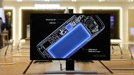 Nhieu hang hang khong cam Galaxy Note 7 - Anh 1
