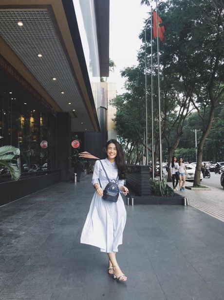 Sao Viet 16/10: BB Tran chan thon dai nhu sieu mau, Linh Miu tuoi roi sau scandal lo nguc - Anh 3
