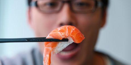 Nguoi Nhat chua bao gio sang tao ra sushi ca hoi - Anh 1
