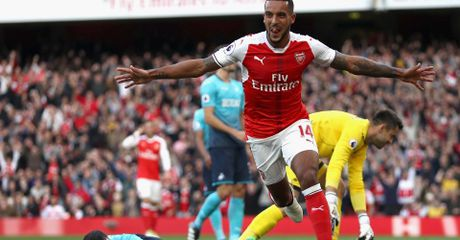 Highlight: Arsenal 3-2 Swansea (Vong 8 NHA) - Anh 1