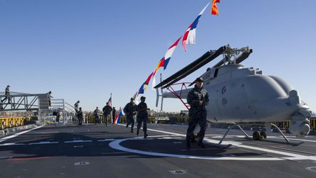 Can canh 'chien ham sieu tuong' USS Zumwalt vua gia nhap Hai quan My - Anh 21