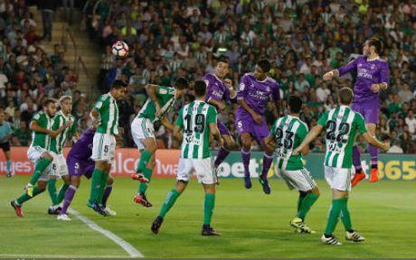 Real Betis - Real Madrid: Ban pha ac liet - Anh 1