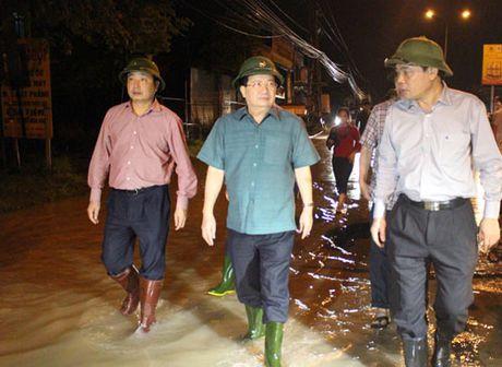 """Pho Thu tuong: """"Tuyet doi khong de nguoi dan thieu doi sau mua lu"""" - Anh 1"""