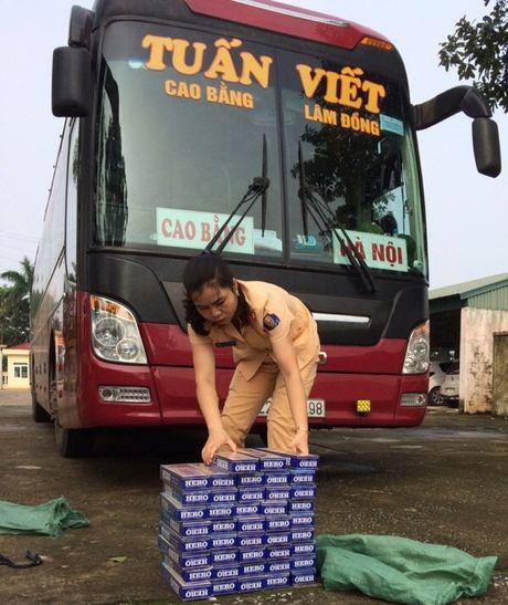 Xe khach Tuan Viet chay Cao Bang - Lam Dong cho thuoc la lau - Anh 1