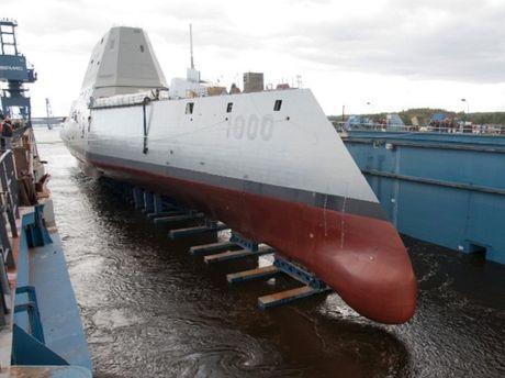 Hai quan My chinh thuc bien che sieu tau chien USS Zumwalt - Anh 1