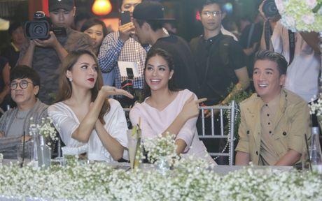 Huong Giang Idol goi cam do nhan sac cung Pham Huong - Anh 3