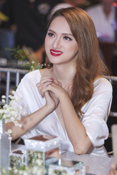 Huong Giang Idol goi cam do nhan sac cung Pham Huong - Anh 4