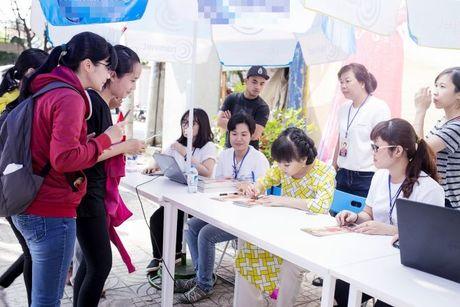Hang ngan sinh vien khong ngai nang nong xep hang de co chu ky Viet Huong - Anh 8