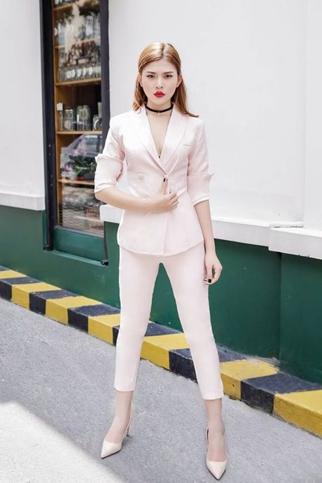 Chung Huyen Thanh tai xuat voi than hinh chuan mau cung style menswear - Anh 1