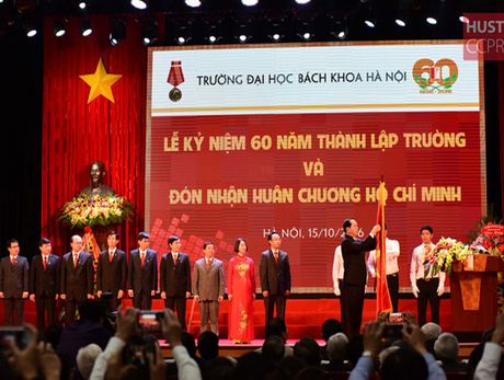Hon 180.000 ky su, cu nhan da 'ra lo' tu DH Bach khoa Ha Noi - Anh 1