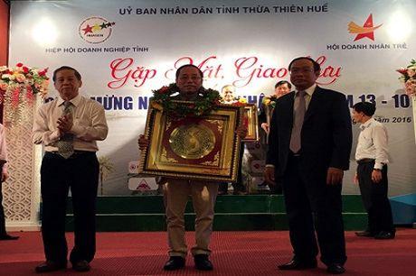 Giam doc VNPT Thua Thien Hue duoc ton vinh Doanh nhan tieu bieu 2016 - Anh 1