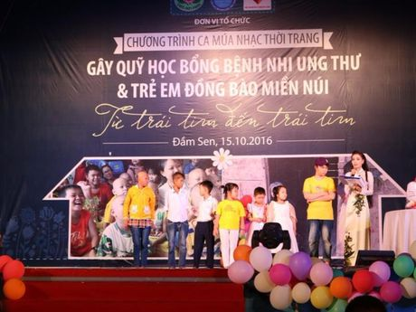 Tre song sinh ca hat gay quy ung ho benh nhi ung thu - Anh 1