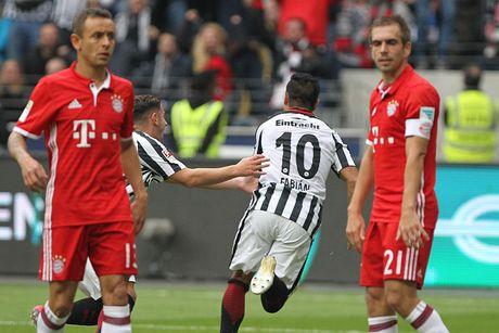 Mueller do mau, Bayern hoa tran thu hai lien tiep - Anh 11