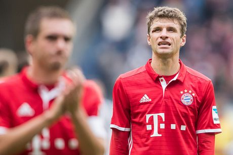 Mueller do mau, Bayern hoa tran thu hai lien tiep - Anh 13