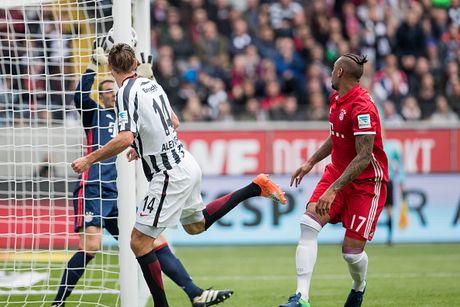 Mueller do mau, Bayern hoa tran thu hai lien tiep - Anh 4