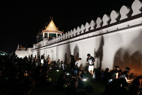 Hang trieu nguoi Thai cho ngoai hoang cung tuong nho vua - Anh 1