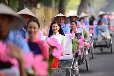 Gan 200 nghe si, nguoi dep dap xe dieu hanh Ao dai o Ha Noi - Anh 4